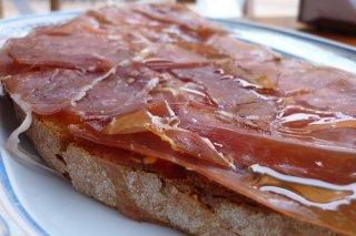 Receta de tostas de tomate y jamón