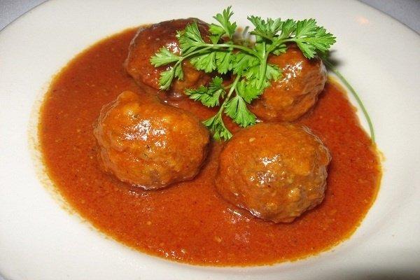 Receta de albóndigas de pollo en salsa de tomate