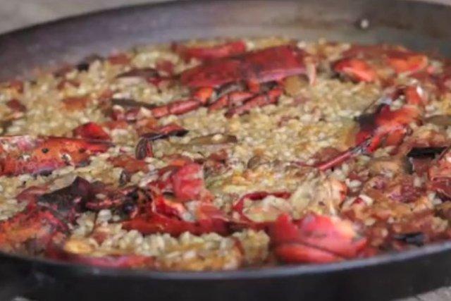 Receta de arroz con bogavante en paella