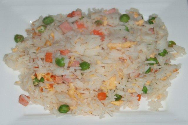 Receta de arroz frito tres delicias