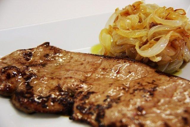 Receta de bistec encebollado