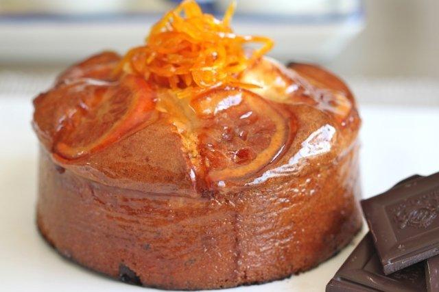Receta de bizcocho de naranja y chocolate