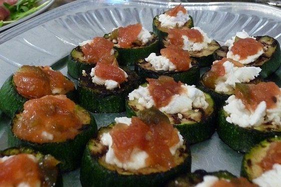 Receta de canapés de calabacín, salmón y queso