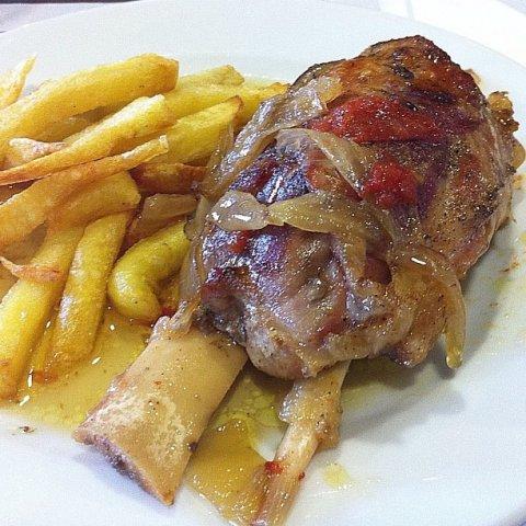 Foto de la receta de codillo al horno con patatas - Recetas de bogavante al horno ...