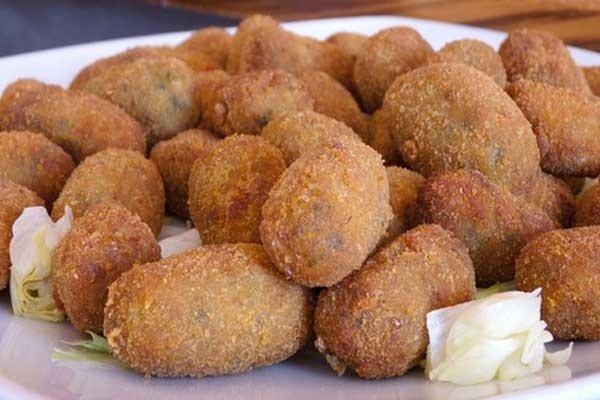 Receta de croquetas de pollo con pimientos rojos