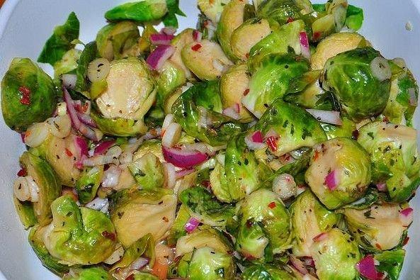 ensalada con coles de bruselas