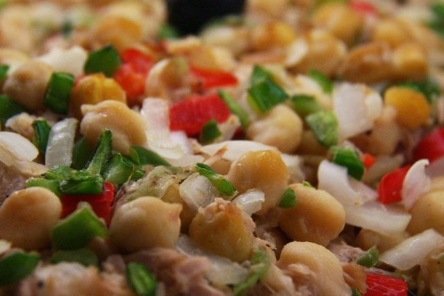 Receta de ensalada de garbanzos con tomate