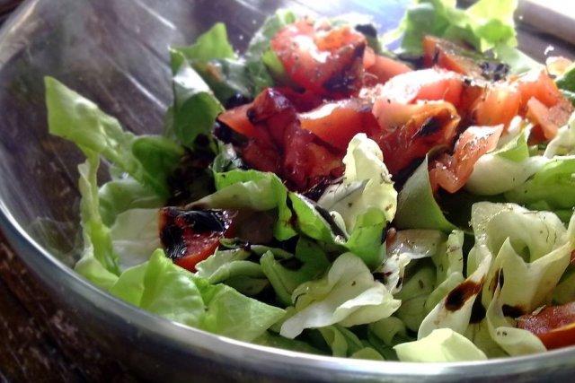 Receta de ensalada de lechuga con tomate