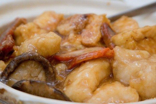Receta de filete de merluza con champiñones