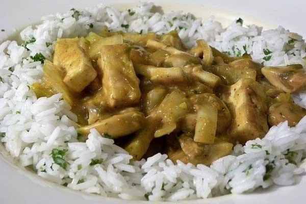 Filetes de pavo con yogurt y curry Receta