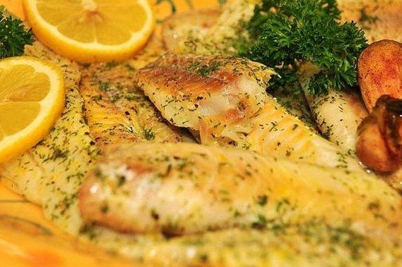 Filetes de pescado al horno con verduras receta for Como cocinar pescado al horno
