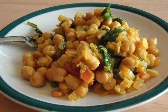 Receta de garbanzos con jamón y verduras