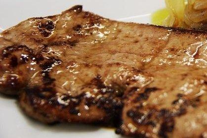 H gado de ternera macerado con vino receta for Cocinar higado de ternera