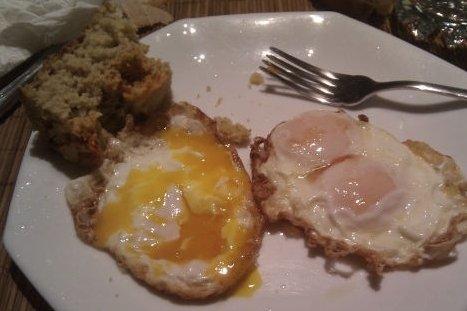 Receta de huevos fritos con pan de maíz