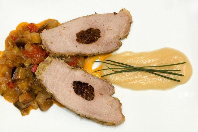 Receta de lomo de cerdo a la sal con ciruelas