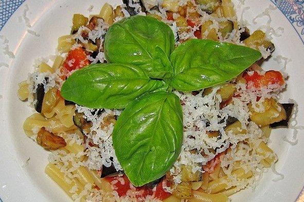 Macarrones con verduras receta - Platos de pasta sencillos ...