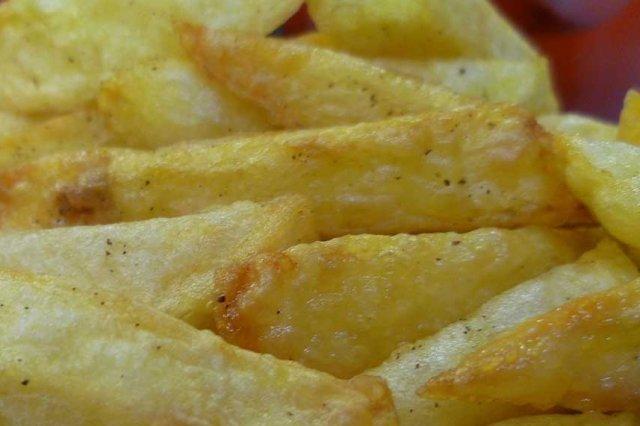 Receta de papas fritas con 5 salsas