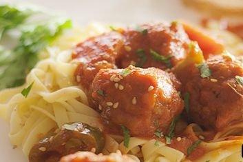 Receta de pasta con albóndigas y tomate