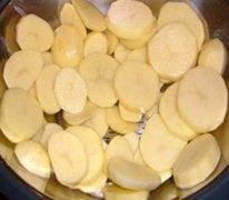 Receta de patatas gratinadas con leche y queso