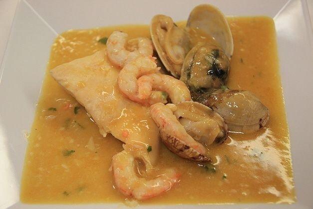 Receta de pescadilla con salsa de mariscos