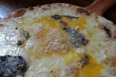 Receta de pizza de huevos y queso