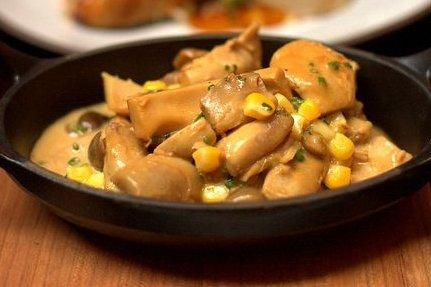 Pollo Con Champiñones en Salsa Bechamel Pollo Con Champiñones en Salsa