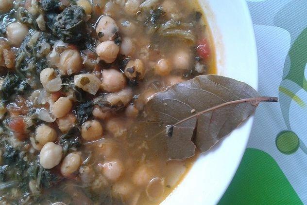Receta de potaje de garbanzos con bacalao y espinacas