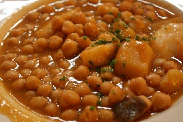 Potaje de garbanzos con bacalao receta - Potaje garbanzos con bacalao ...