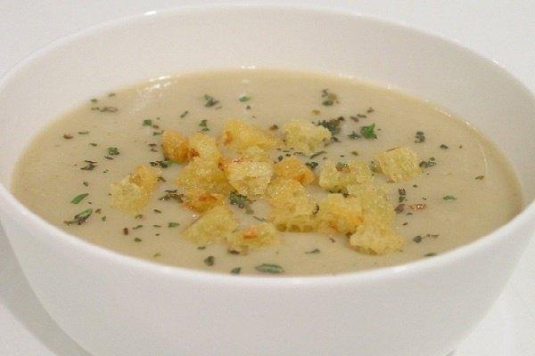 Receta de sopa de verduras y picatostes