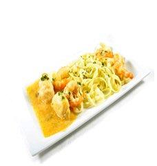 Receta de tallarines en salsa de marisco con rape y langostinos