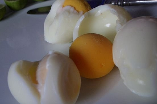 Cómo cocer huevos sin que se rompa la cáscara